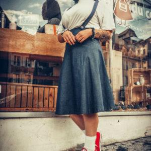 Jupe évasée en jeans à bretelle - Chloé Guyot